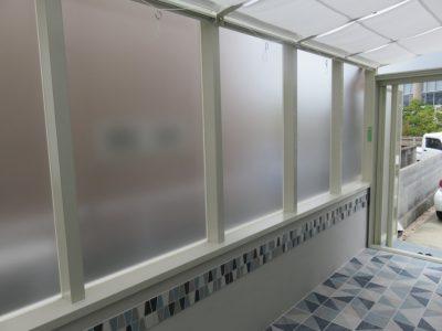 外から見えず、明るい~すりガラス調のパネルです。 プライベート感を演出しています。